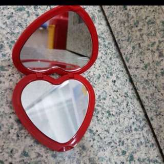 Kaca cermin Revlon