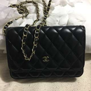CHANEL LEATHER CROSSBODY.   SIZE SMALL