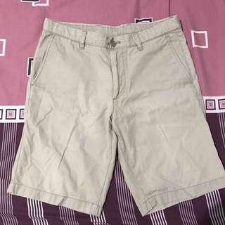 Celana pendek chino uniqlo cowo