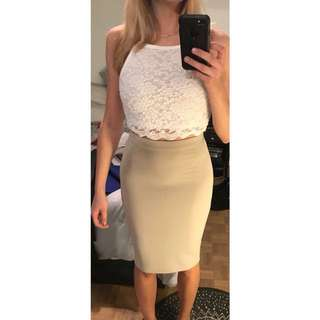 Beige/nude body con midi skirt!