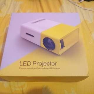 YG300 投影機 - 二手 80%新