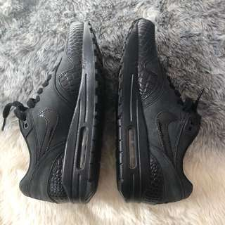NIKE airmax all black - worn once