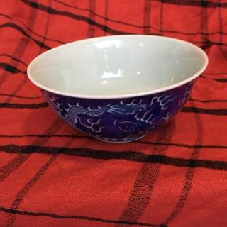 Qing Kangxi Mark B n W bowl with dragon beautiful artwork . Authentic n glaze possess rainbowsl beam light . 大清康熙年製龍碗。帶寶光。特價380. Price meg.