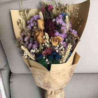 Long lasting dried flowers