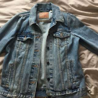 AUTHENTIC LEVIS DENIM JACKET