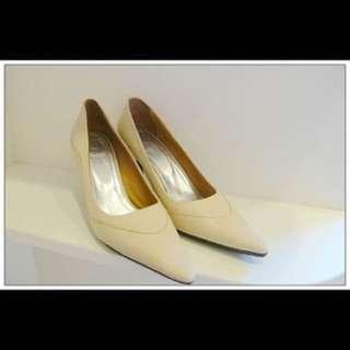 專櫃鞋 米色百搭造型皮革尖頭高跟鞋