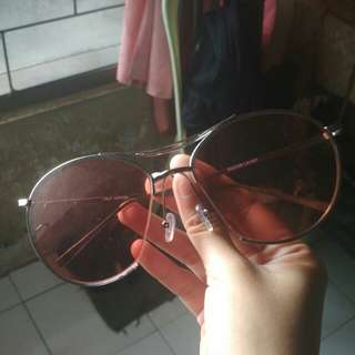 Pitch pink glasses