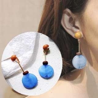 Round acrylic ear clip