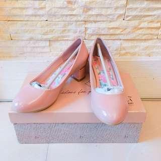 🚚 漆皮淺粉色低跟鞋