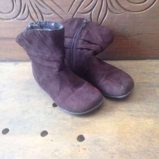 Smartfit brown suede boots size US 10
