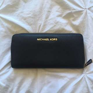 Michael Kors - zip around wallet