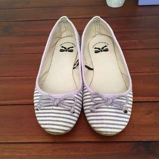 Sepatu Little Things She Needs