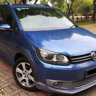 Volkswagen Cross Touran 1.4 (a) turbo TFSI sporty edition.