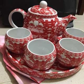 出門茶杯x4 + 茶壺 及跪墊