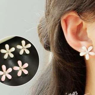 🐧韓國小花朵樹脂耳夾Korean flower resin ear clip