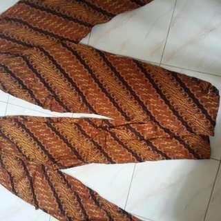Celana santai batik