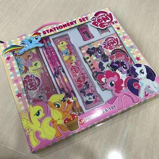 Pony - 8 in 1 Stationary Set