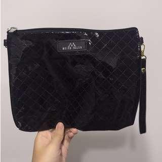 全新BKK黑色亮皮側背包