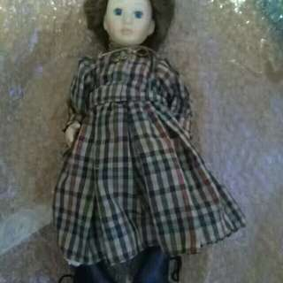 Pre-owned Doll