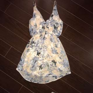 M Floral dress - SIZE SMALL