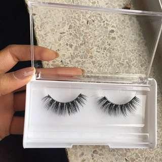 Eyelash pair