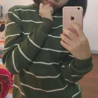 綠色高領條紋上衣