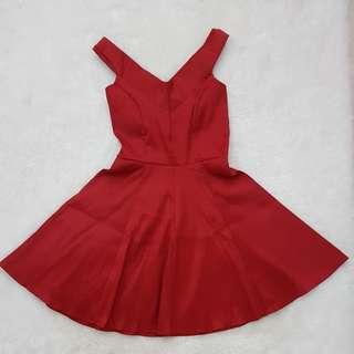 Sabrina dress merah