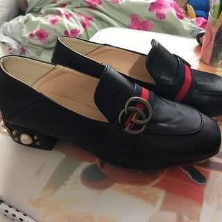 Gucci 珍珠鞋