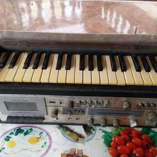 Piano radio antik