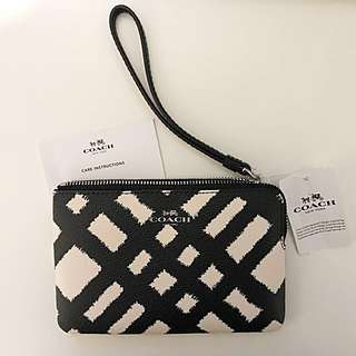 Brand New Coach White Black Checkers Leather Clutch Pouch With 2 Cards Slots & Wrist Strap