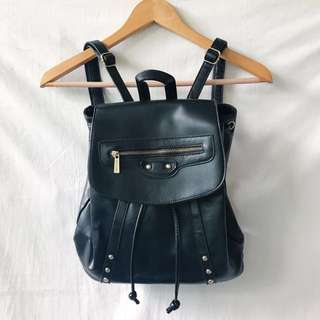 Parisian backpack with drawstring and flap