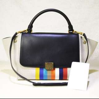 近全新 Celine Calfskin + Canvas Saint Trapeze Small Shoulder Hand Bag. Like New. 名牌手袋