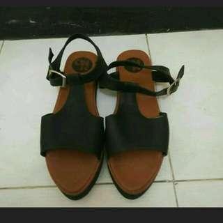 Sepatu sandal by omr shoes