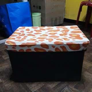 Foldable storage box