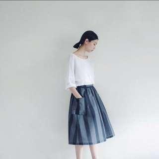 0_1 仙草條紋膝裙