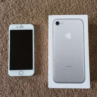 iPhone 7 128GB no scratch on body and screen