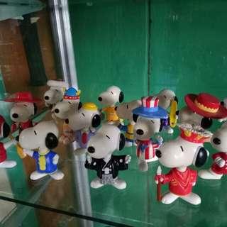 Snoopy Figurines Around the World Theme
