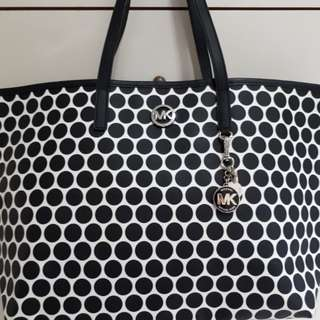 (Reduced) Authentic Michael Kors Tote Bag (Free Delivery)