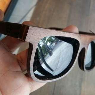 Kacamata kayu . Full kayu