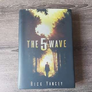 Book: Hardcover - The 5th Wave