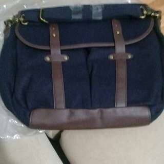 MESSENGER NAVY BAG