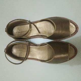 Flatshoes Yongki Komaladi