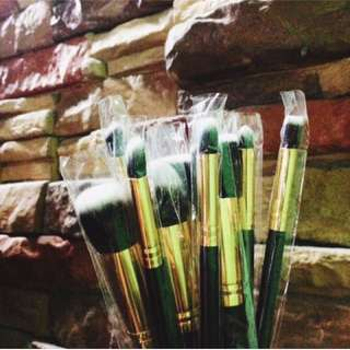 10 pcs brush set color black and gold (SEALED)