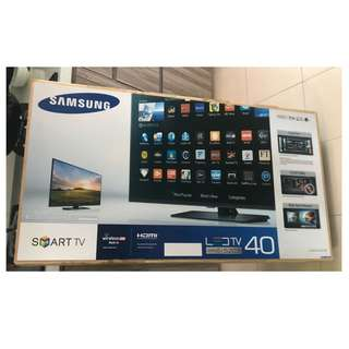 BN in box 40inch  Samsung Series 5 5203 SMARTtv. Still available