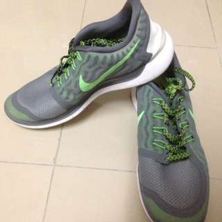 Nike free 5.0 SIZE 9.5 rubber shoes sneakers