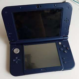 Nintendo NEW 3DS XL with charging cable
