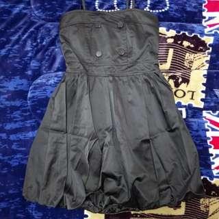🚚 細肩帶平口黑洋裝