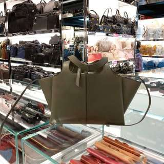 Celine 珠地小牛皮Tri-Fold手袋 $23000  New 100%