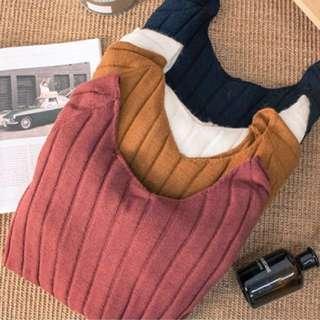 ⬇️全新-黑色-顯瘦大V領喇叭袖針織上衣
