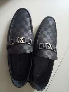 Sepatu original Louis Vuitton